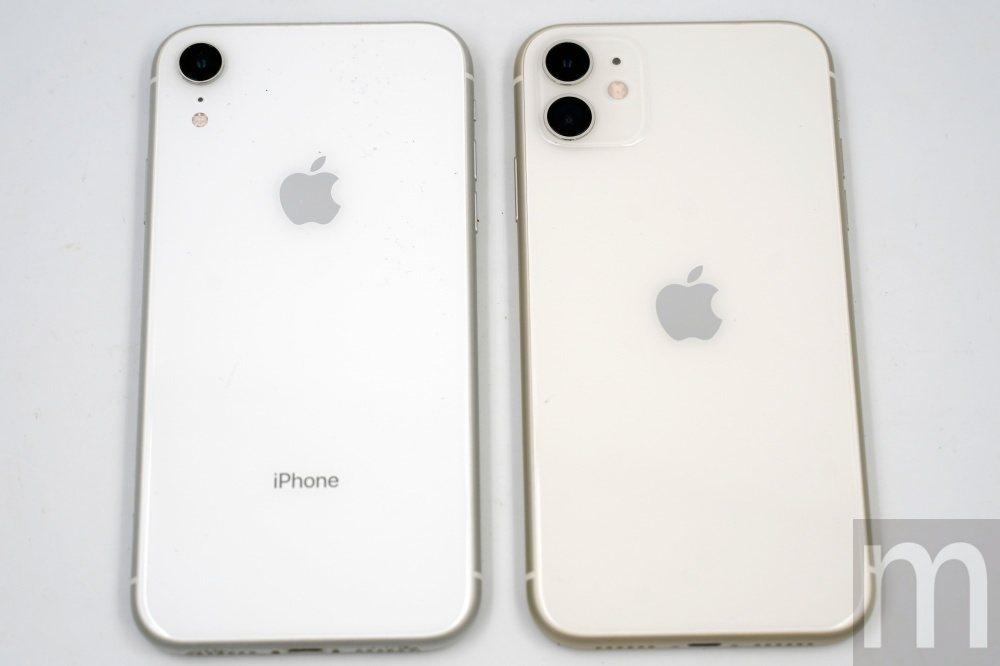 iPhone 11與iPhone XR比較,可以看見顏色明顯不同,另外蘋果標誌也...