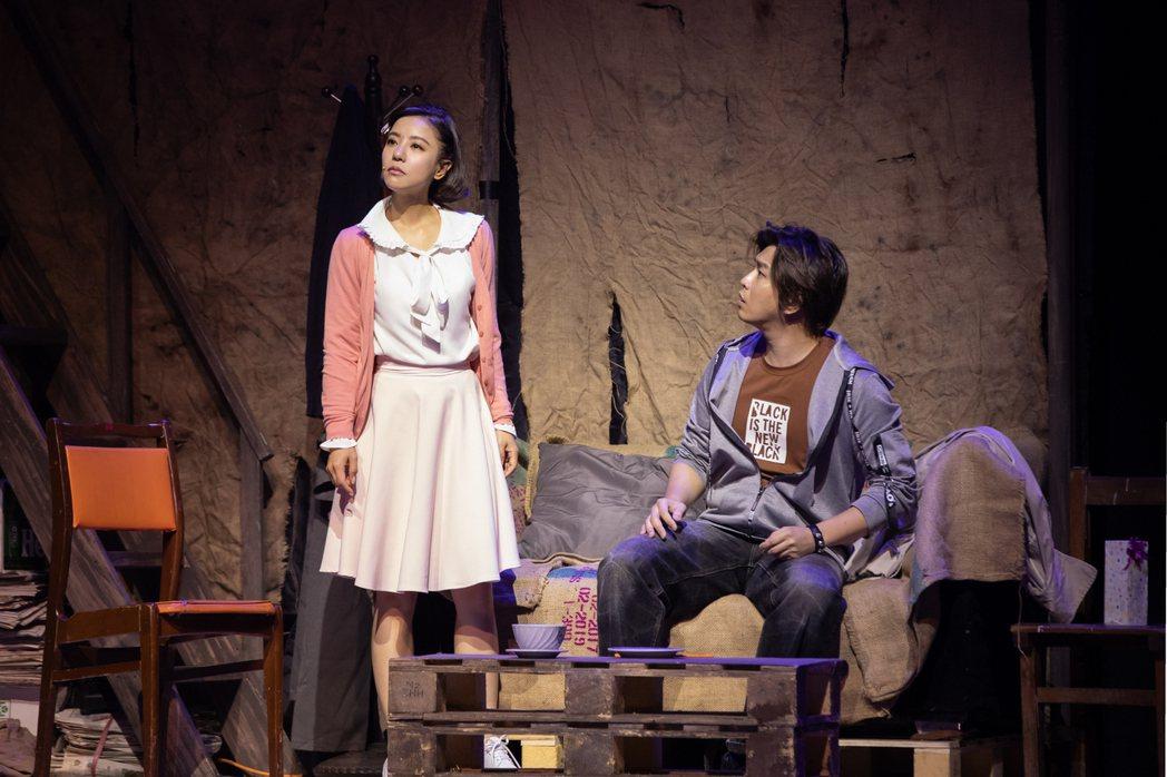 丁噹(左)、蕭景鴻在劇中飾演青梅竹馬。圖/相信提供