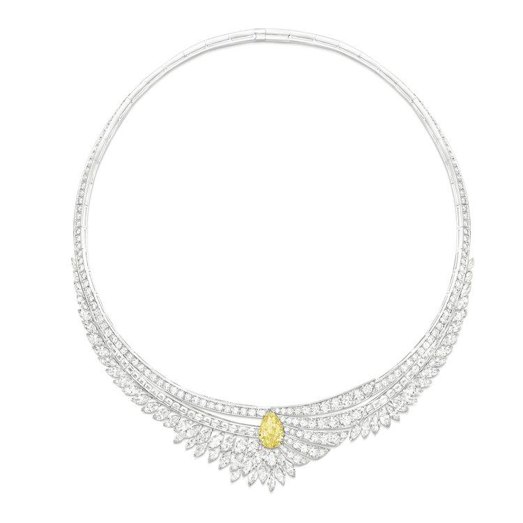 伯爵金燦綠洲系列「耀眼驕陽」黃鑽頂級珠寶鑽石項鍊,主石為梨形切割豔彩黃鑽約 3....