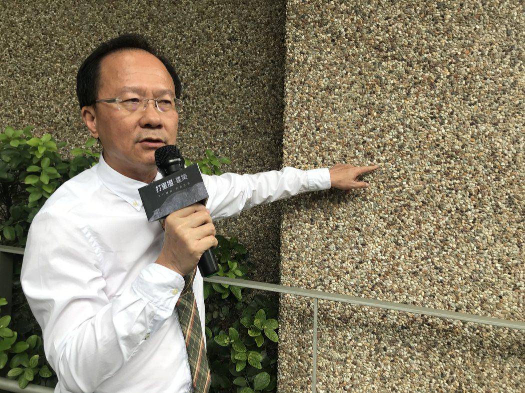打里摺總經理林進士,大手筆採用國內業者研發的「石毯」,由二分石細密貼布的石毯,與...