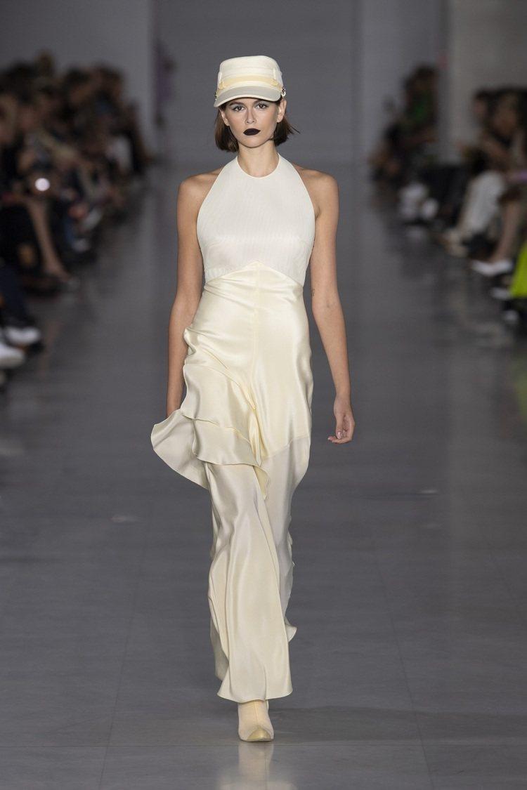 溫婉的女人味透過圓點元素和層層堆疊的飄逸長裙、硬肩帶柔美禮服展現。圖/MaxMa...
