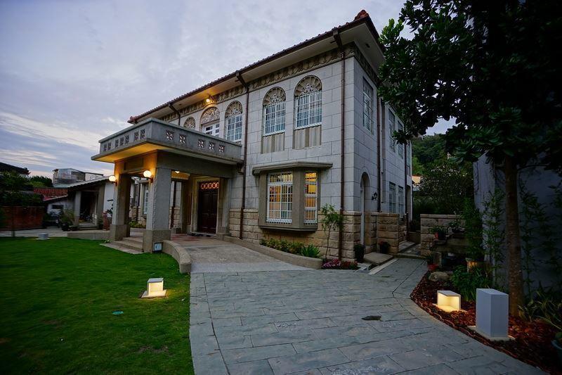 隱身在北埔老街的縣定古蹟北埔姜阿新洋樓,是日治時期保留至今的西洋風格建築,展現了...