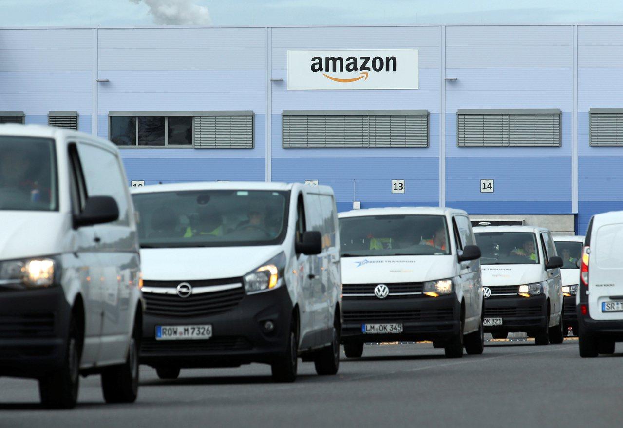 亞馬遜宣布採購10萬輛電動廂型車,在2040年之前達成碳中和目標。 路透