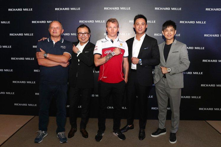 林志穎(右一)特別飛到新加坡觀賞F1大獎賽,並一圓夢想見到知名賽車手Kimi R...