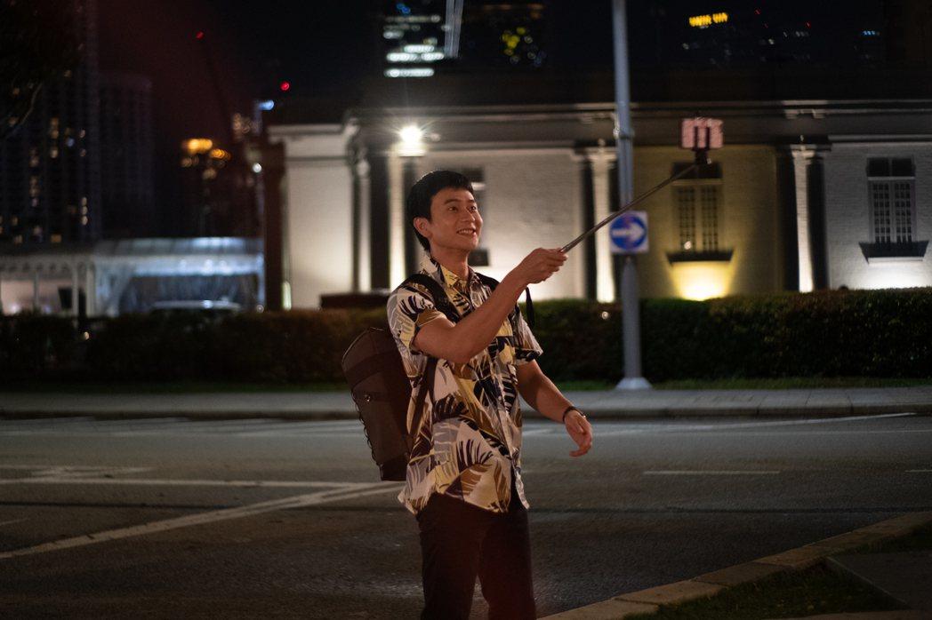 劉冠廷在劇中飾演刑警,前往新加坡旅遊,卻發生意外插曲。圖/拙八郎提供