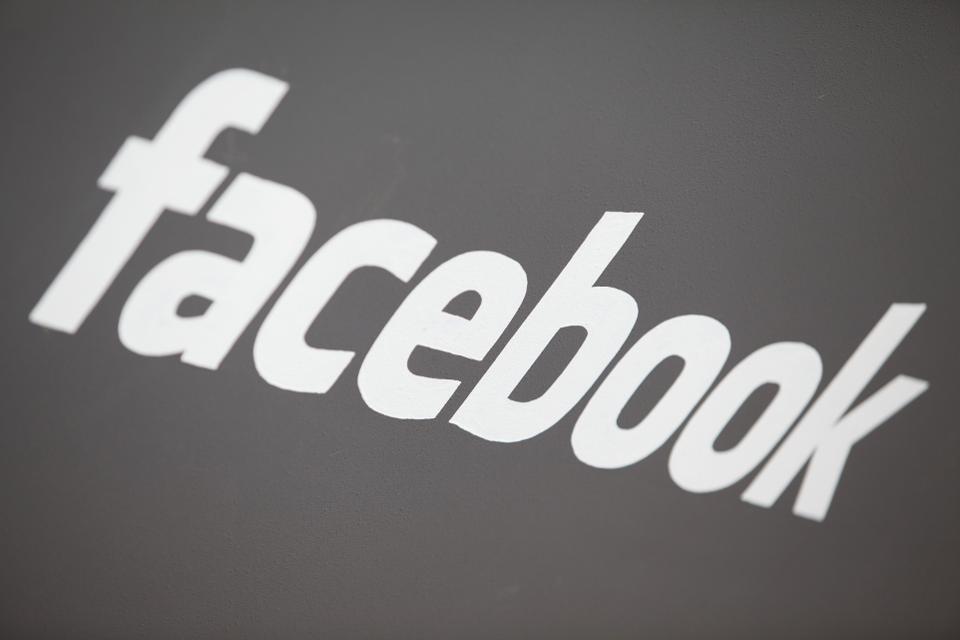 臉書位在美國加州門洛公園總部,驚傳有員工跳樓輕生。法新社