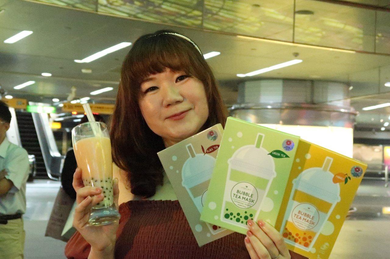安妮絲薇國際有限公司「珍珠奶茶面膜系列」,敷起來有珍珠奶茶香。記者徐如宜/攝影