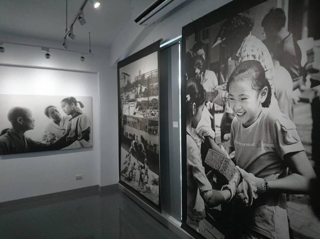 「證嚴法師《慈濟世界》&阮義忠《見證慈濟希望工程》」今天開展。記者羅建旺/攝影