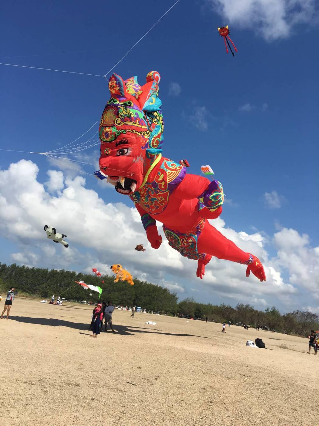 今年新北市北海岸國際風箏節將由印尼帶來首次在台曝光的15公尺紅猴王氣囊風箏。圖/...