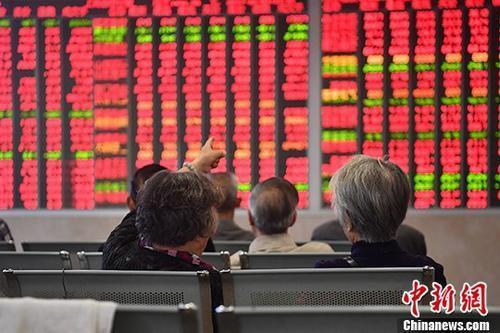 LPR下調對股市是利多,特別是高資產負債率行業。中新社資料照片