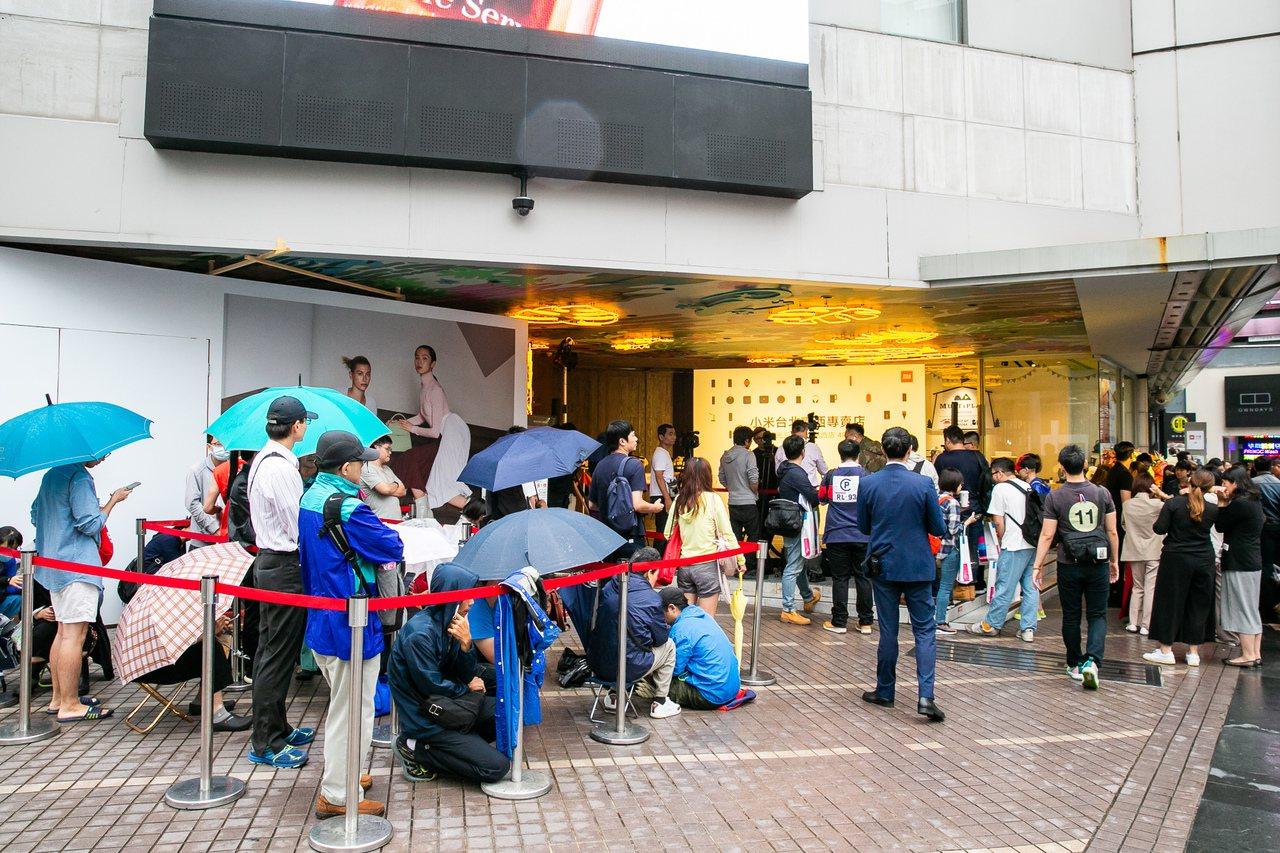 小米台灣於20日正式進駐新光三越南西三館,開立全台百貨首間小米專賣店。 圖/小米...