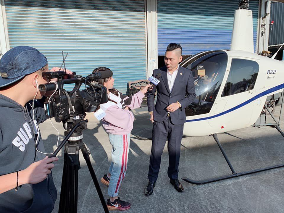 網紅直播主連千毅號稱什麼都拍賣,曾連直升機也直播拍賣,引來媒體訪問。圖/取自連千...