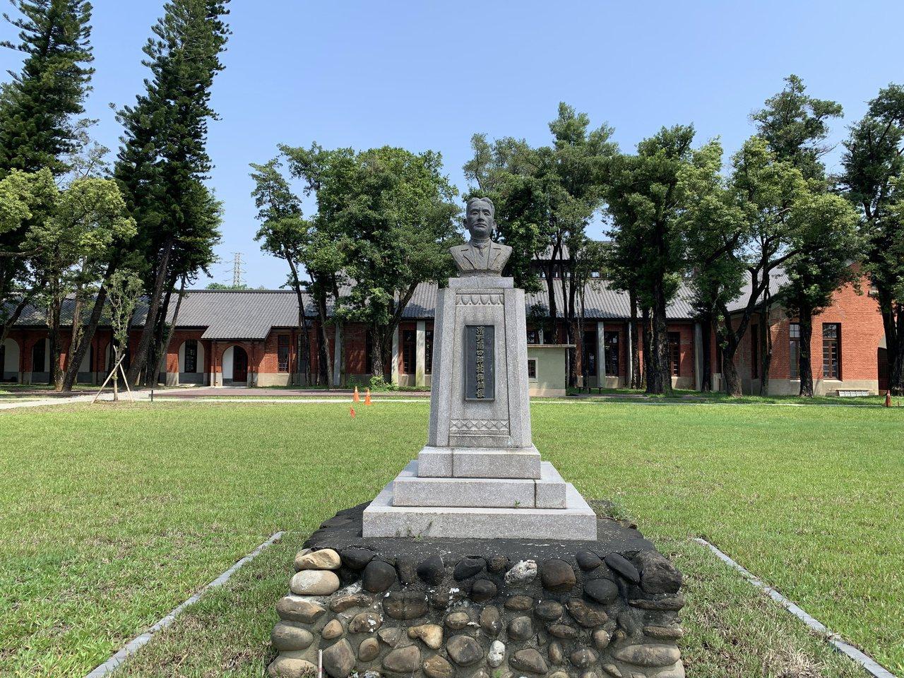 台南山上花園水道博物館整修完成,有台灣水道之父濱野彌四郎雕像。記者吳淑玲/攝影