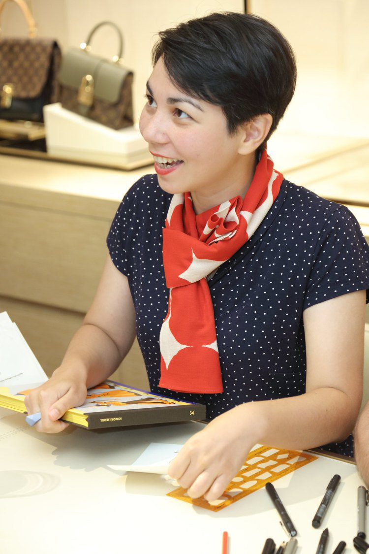 Mayumi Otero在路易威登店上活動時與到場賓客交流繪本心得。圖/LV提供