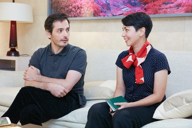 Raphaël Urwiller(左)與Mayumi Otero的互動,散發著緩...