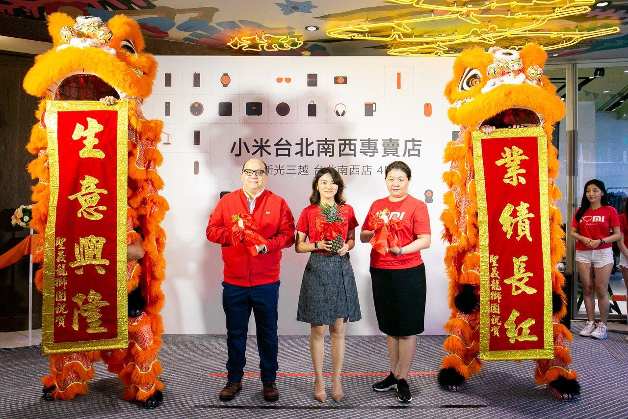 小米台北南西專賣店9月20日盛大開幕。(由左至右,法雅客股份有限公司經理陳世煜、...