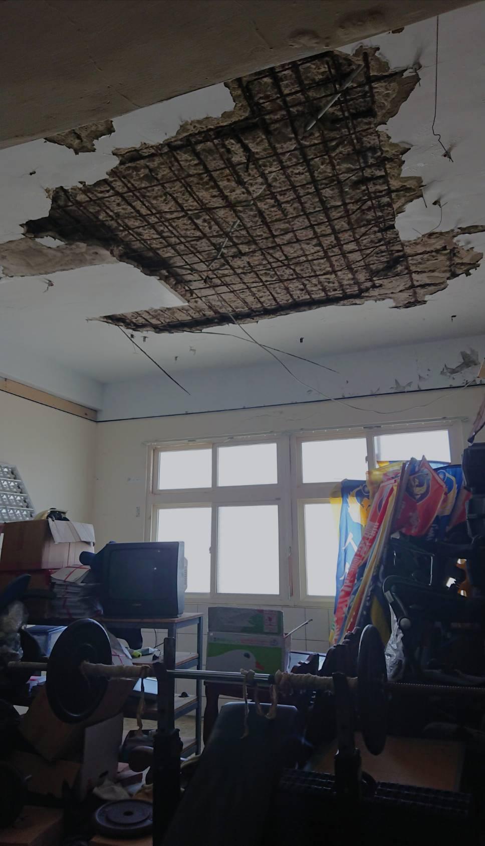 嘉義縣東石消防分隊建築老舊,建築結構也因地震受損嚴重。圖/本報資料照片