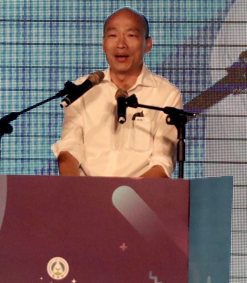 高雄市長韓國瑜今午出席教育部「校長領導教學卓越獎」,指教育及關懷弱勢兩件事做不好,就不及格,該打屁股。記者王昭月/攝影