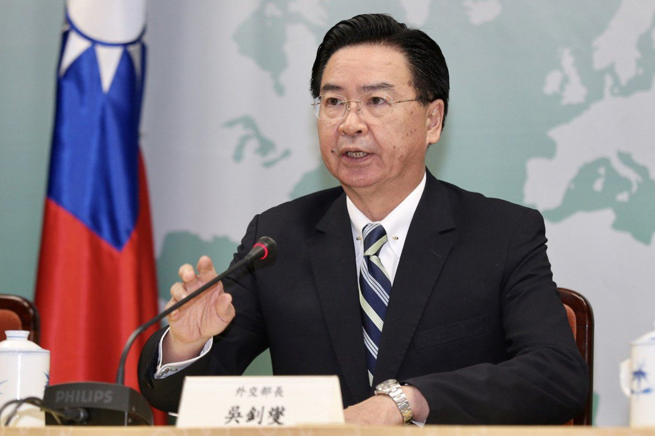 外交部長吳釗燮中午舉行記者會宣布與吉里巴斯斷交。記者林伯東/攝影