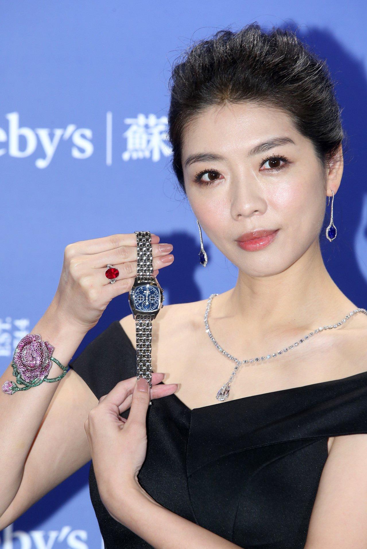 名模王尹平演繹蘇富比秋拍重點珠寶與名表。記者林澔一/攝影