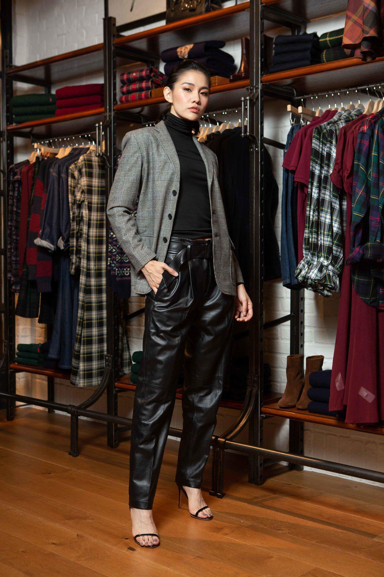 Polo Ralph Lauren格紋外套26,880元、毛衣3,480元、皮褲...