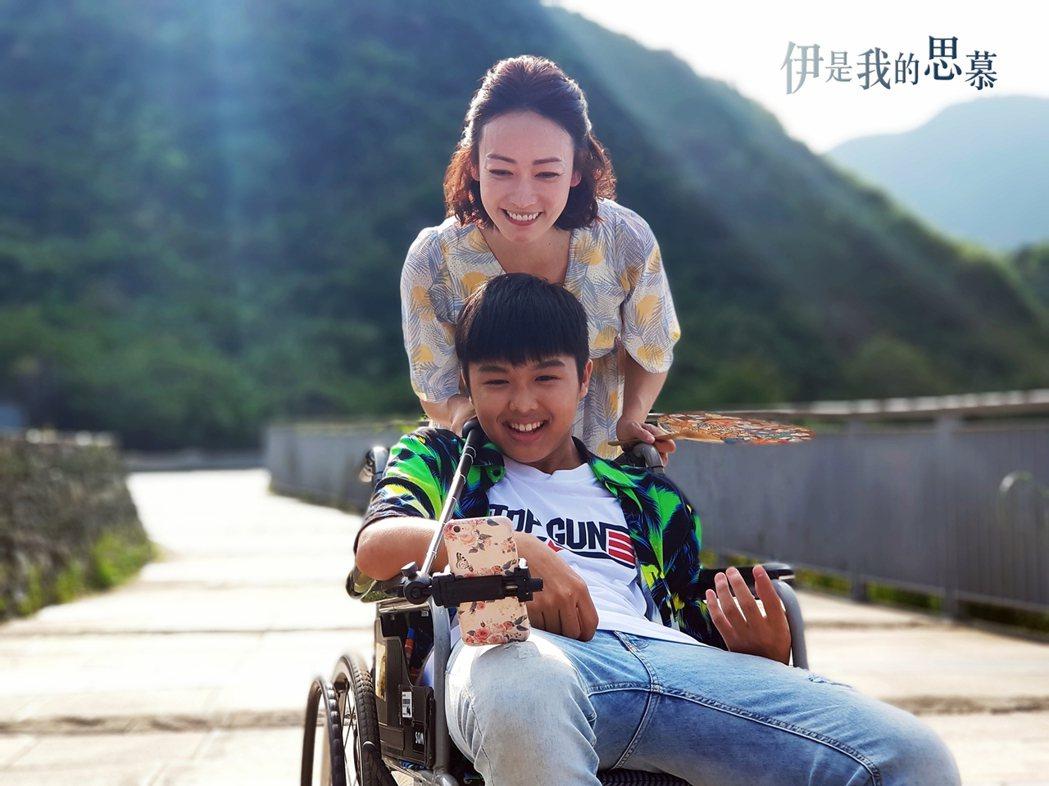 潘慧如(左)和17歲陳鼎中在「伊是我的思慕」有段忘年情誼。圖/華視提供