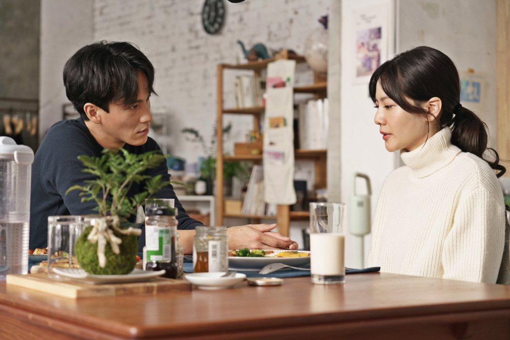 曹晏豪與曾之喬在新片「聖人大盜」飾演男女朋友。圖/双喜提供