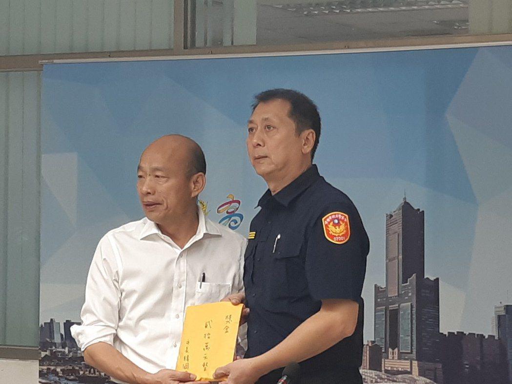 高雄市長韓國瑜今赴前鎮警分局慰勞員警偵破前鎮槍擊案。記者賴郁薇/攝影
