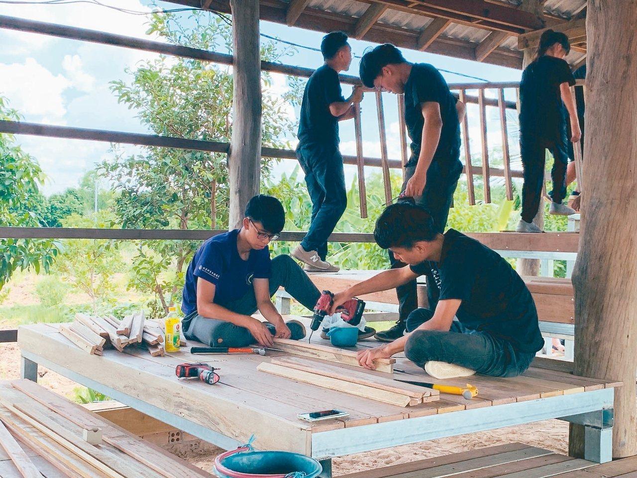 交大服務學習中心東南亞國際志工BAT團隊為泰柬邊境非營利小學DPC School...