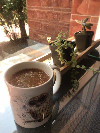 「咖啡麵茶」則是結合咖啡與金門麵茶,讓消費者喝到嘴裡,既有咖啡的香與麵茶的甘甜。...