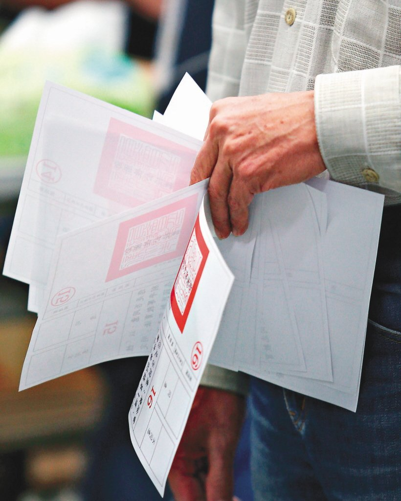 去年九合一選舉,公投票加上選票最多15張,堪稱台灣選舉史上最複雜的選舉。票率圖/...