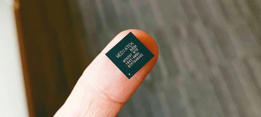 聯發科第一顆5G多模數據晶片M70。 報系資料照
