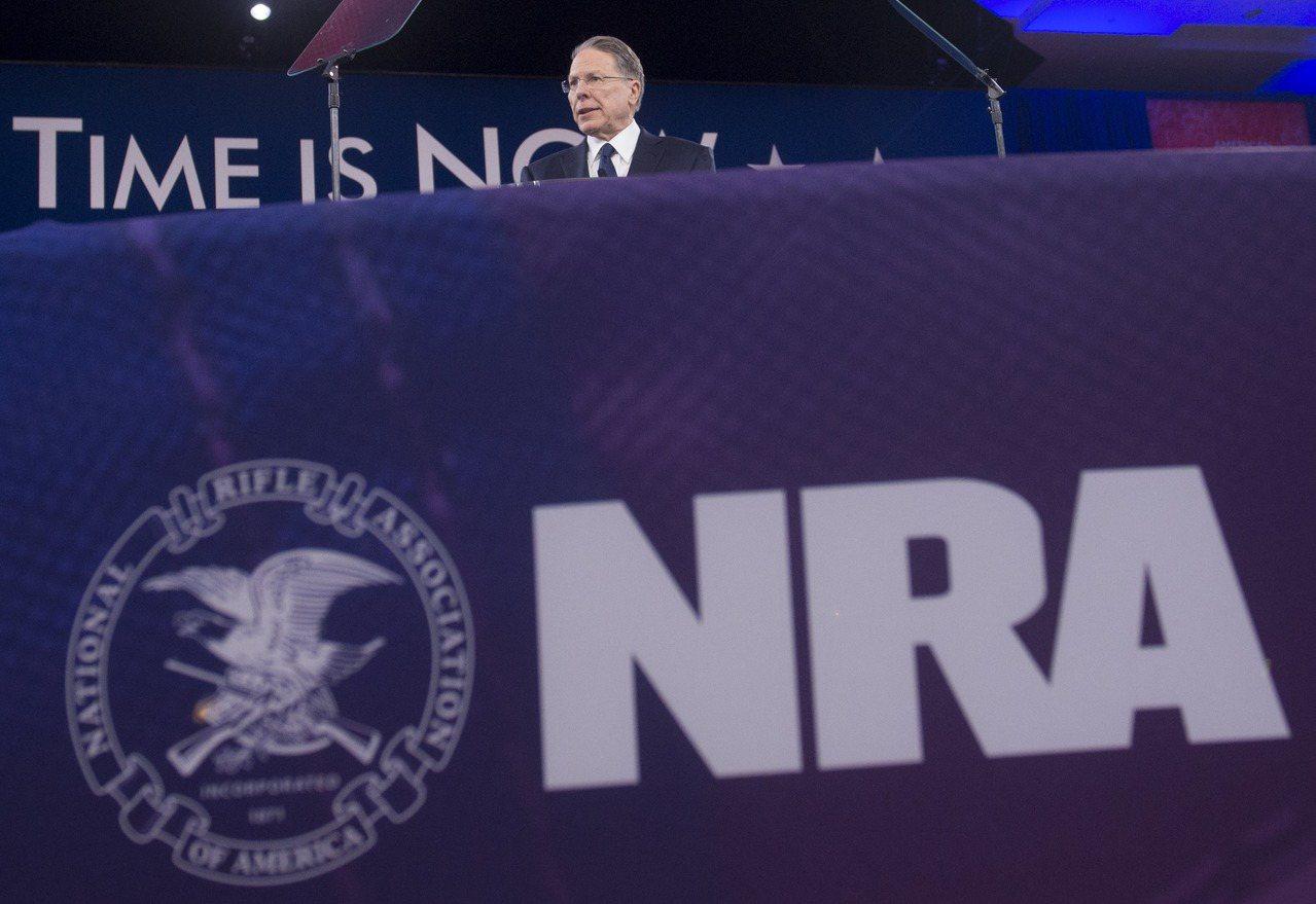全國槍枝協會(NRA)反對購槍者擴大背景調查方案。