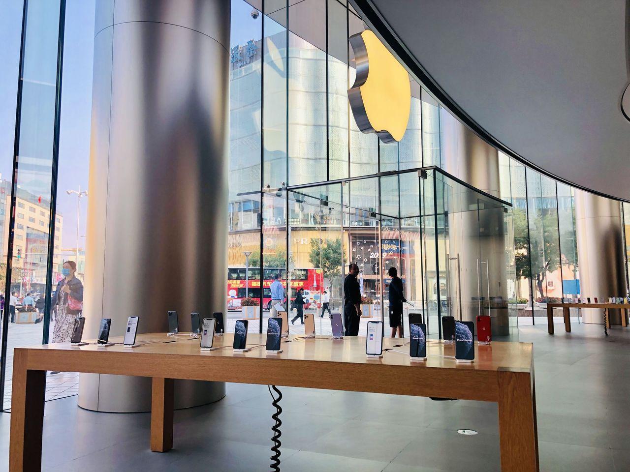 iPhone 11在中首發:未見排長龍首位顧客選了綠色 取材自新京報