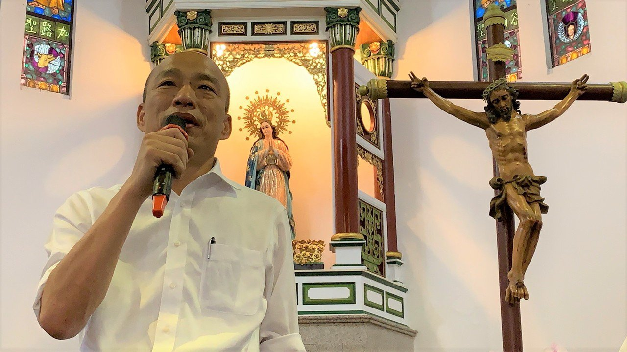 國民黨總統參選人韓國瑜今日到萬金聖母聖殿參訪,今天在屏東接受媒體聯訪時表示,把外...