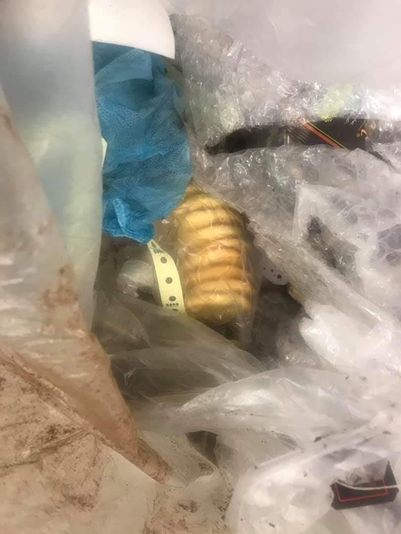 網友發現自己的手作餅乾被整包丟進垃圾桶,感到相當難過。 圖/爆料公社