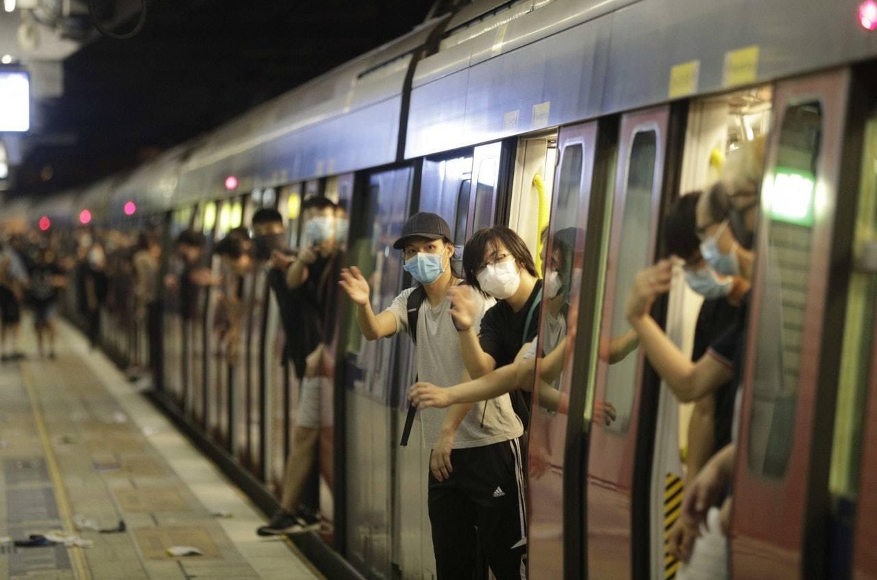 7月14日沙田遊行後港鐵提供空載列車,將乘客帶離沙田站。香港01記者余俊亮/...