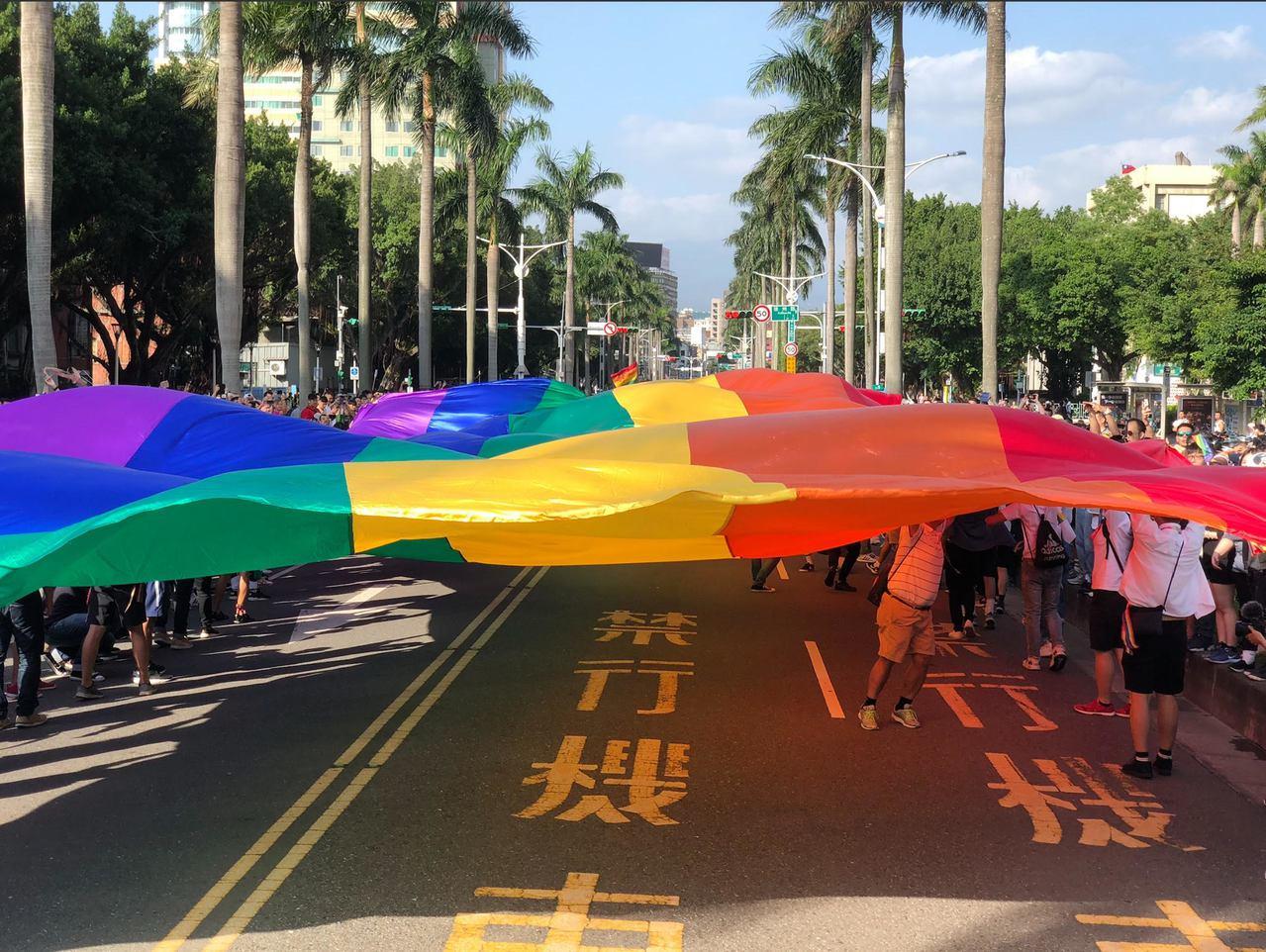 台灣同志遊行主辦單位與協辦團體,為了讓大眾可以更認識同志族群的不同面向,也深入了...