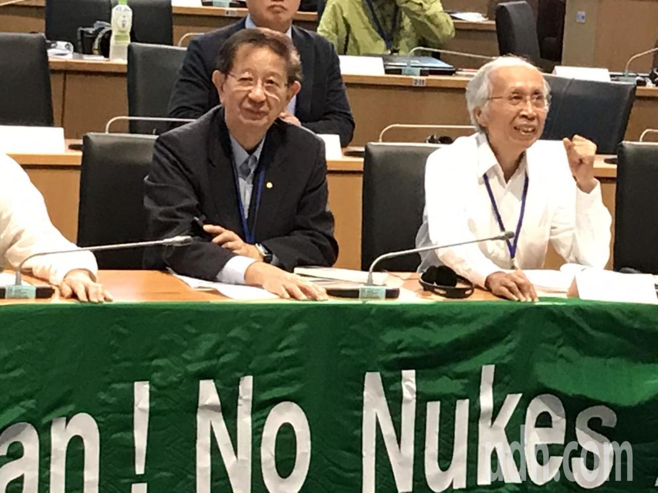 中研院前院長李遠哲(左)出席非核亞洲論壇。記者潘乃欣/攝影