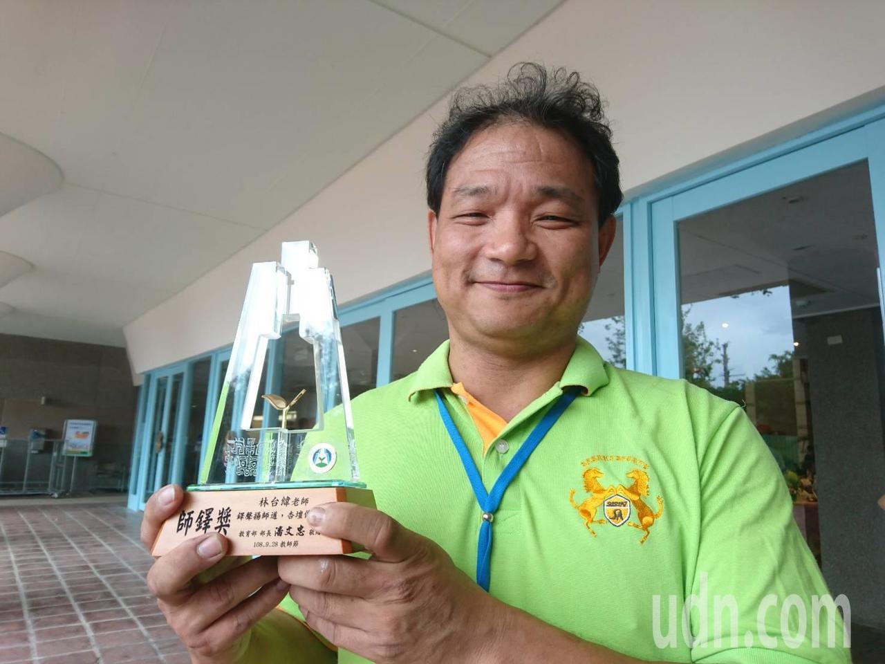 宜蘭縣蘇澳國小老師林台緯獲得最高榮譽的師鐸獎。記者羅建旺/攝影