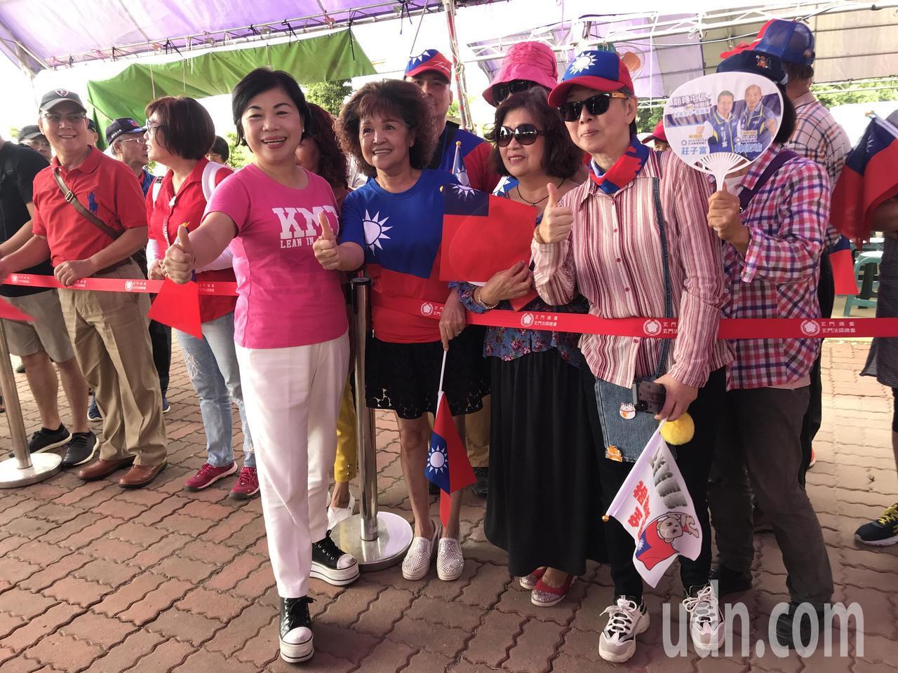 台中市副市長楊瓊瓔先到場與韓粉互動拍照。記者林佩均/攝影