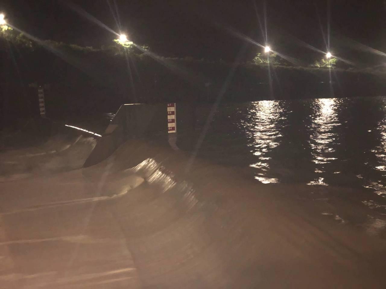 員山子昨晚今年首次分洪,分掉基隆河洪水616萬立方公尺。圖/十河局提供