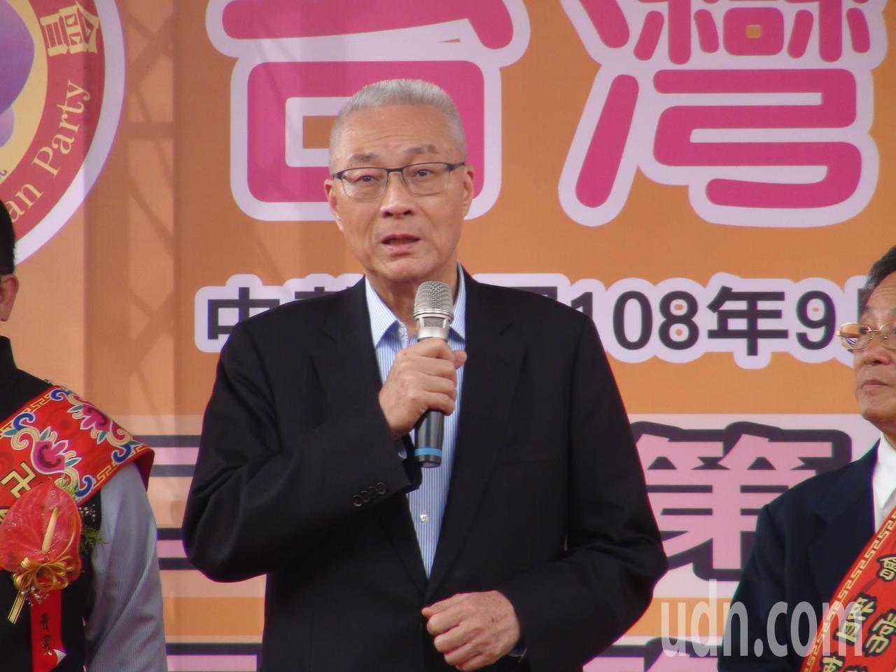 國民黨主席吳敦義今天下午出席台灣寺廟金蘭會,與韓國瑜一前一後現身。記者余采瀅/攝...