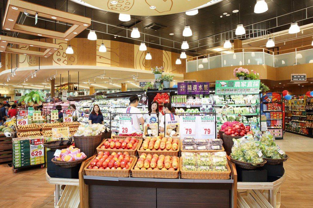 全聯台中市政店入口處以小農專區帶領生鮮區塊呈現在地經營化。 圖/全聯提供