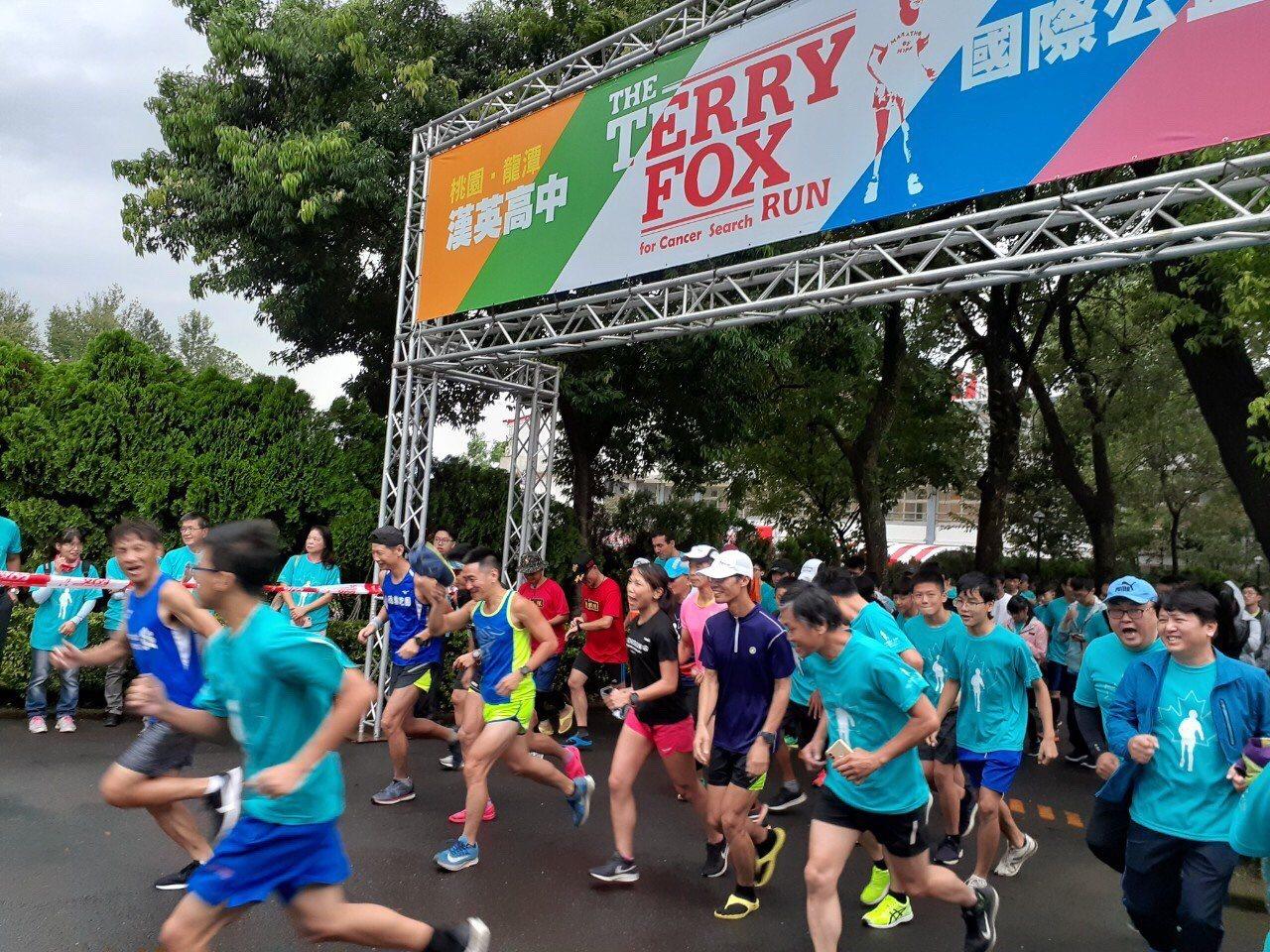 2019 Terry Fox Run國際公益路跑活動於今日上午8點在龍潭漢英高中...