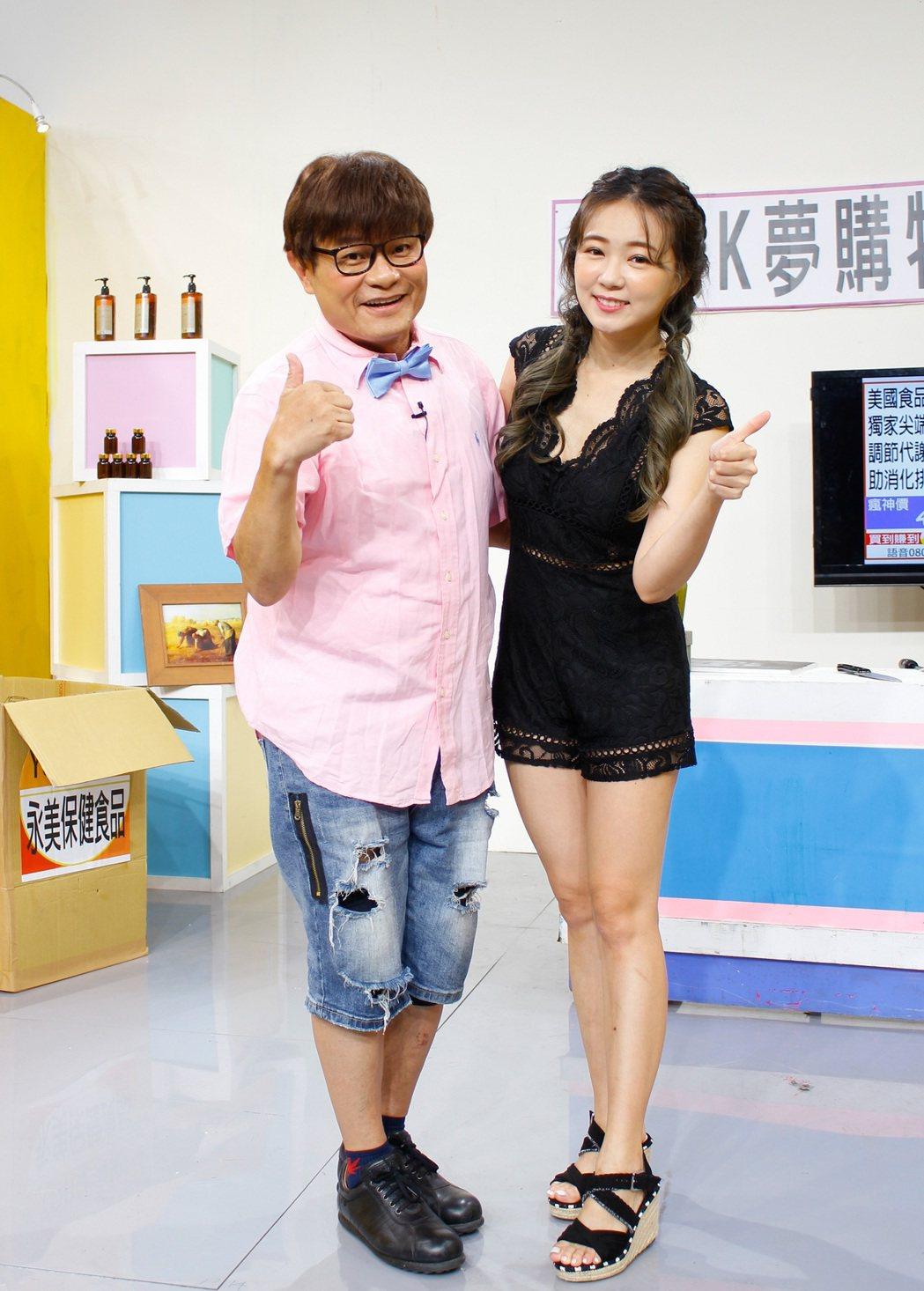 許效舜(左)和詹子晴挑戰無台詞即興演出。圖/衛視提供