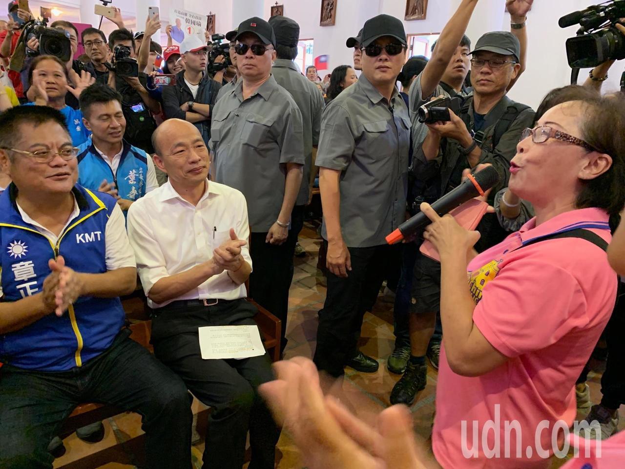 國民黨總統參選人韓國瑜到萬金聖母聖殿參訪,未談政治,僅祝大家平安幸福。記者翁禎霞...