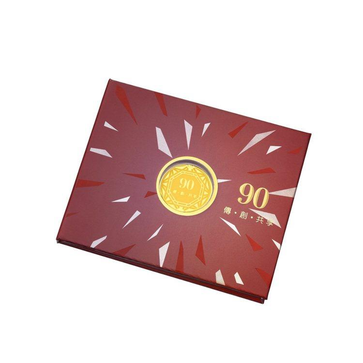 周大福90周年紀念金章,贈品。圖/周大福提供