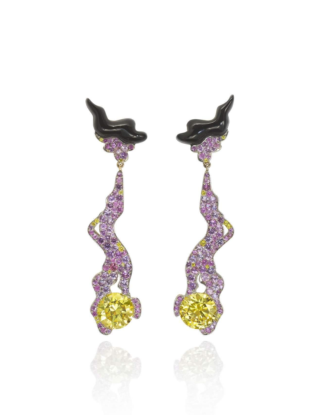 「似水年華」耳環,鑲嵌2顆各3.01克拉艷彩黃色圓鑽、配粉紅剛玉及黑色煤玉。圖/...