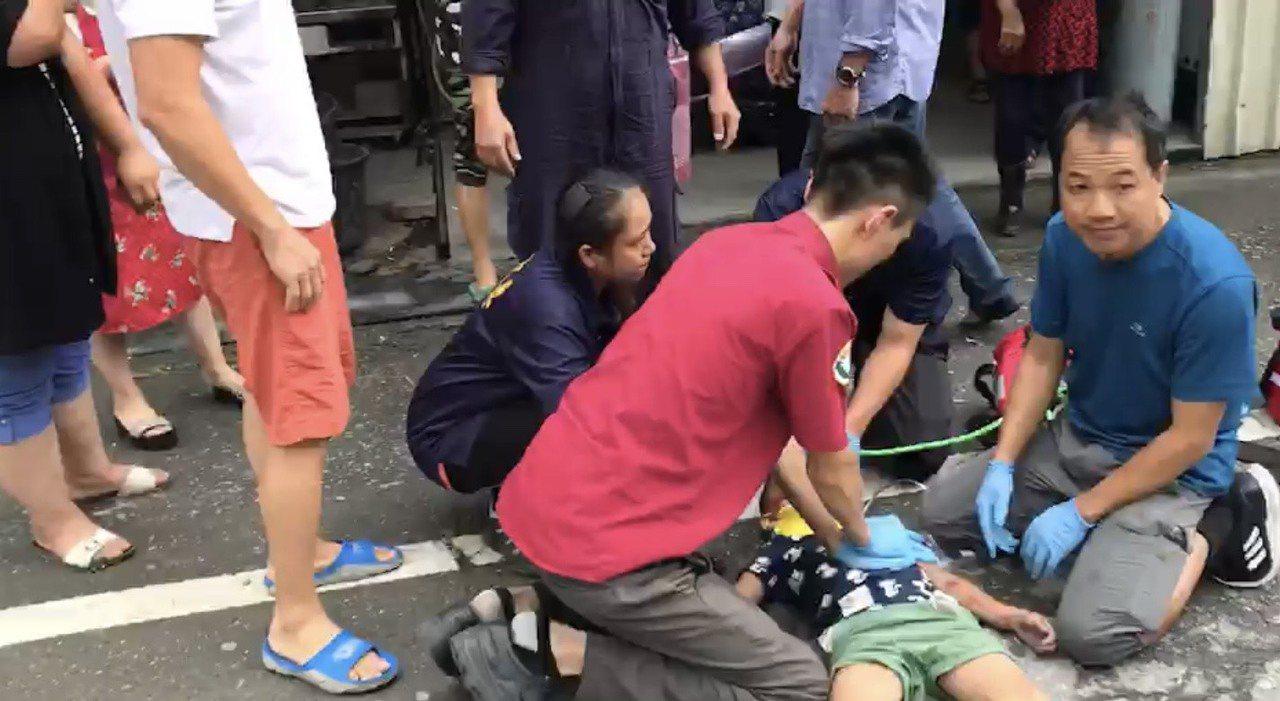 花蓮一名小一男童今天上午在蘇花公路遭重機撞上,稍早一度傳出男童已經不治,不過負責...